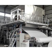 Hochwertiges Toilettenpapier, das Maschine herstellt