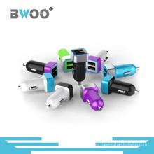 Mini cargador de coche USB dual colorido de moda