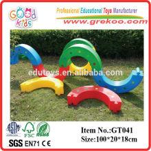 Equipamento de parque de diversões Plastic Kids Half Wave Bending S Bridge