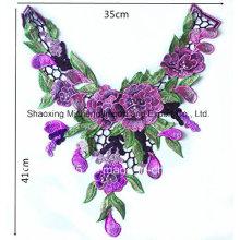 Collier multicolore en fleur de dentelle Couture découpée sur les sous-vêtements féminins