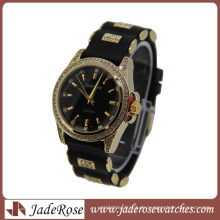 Heißer Verkaufs-Schwarz-Bügel-Goldkasten-Damen-Quarz-Silikon-Uhr