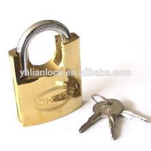 Dourado, pintado, shackle, meio, protegido, cruz, tecla, cadeado