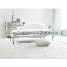 white hotel room lady sofa chair 025