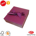 Caixa de papelão presente Chrismats com fita