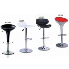 Chaise à barres en plastique à base de chape