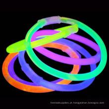Brilha no bracelete escuro