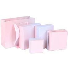 Ohrring-Geschenkboxen mit weißem Schwamm im Inneren