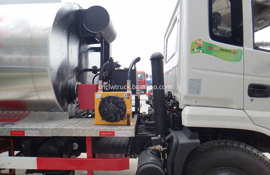 Bitumen Spray Truck 3