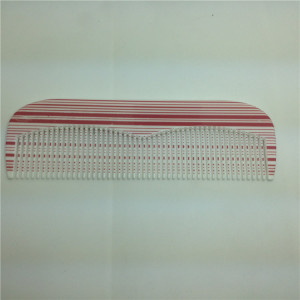 Combs colorés en plastique