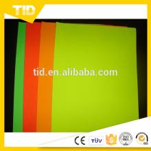 Película fluorescente del color del vinilo del vinilo de la película de la etiqueta engomada con gran precio