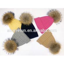 Chapeau personnalisé en cachemire d'hiver avec des pompons