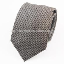 Cravates en soie tissées à la main faites à la main en Italie