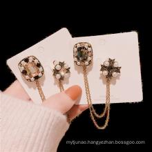 Euro American Alloy Rhinestone Pearl Chain Designer Brooch for Women Girl Coat Sweater Accessories Vintage Badge Fashion Jewelry