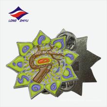 Nouveau badge créatif coloré en métal argenté