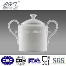 La porcelaine fine en céramique, le pot de sucre, le pot de sucre à deux mains