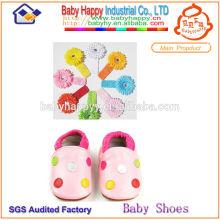 Zapatos de cuero adorables del bebé de la nueva llegada al por mayor
