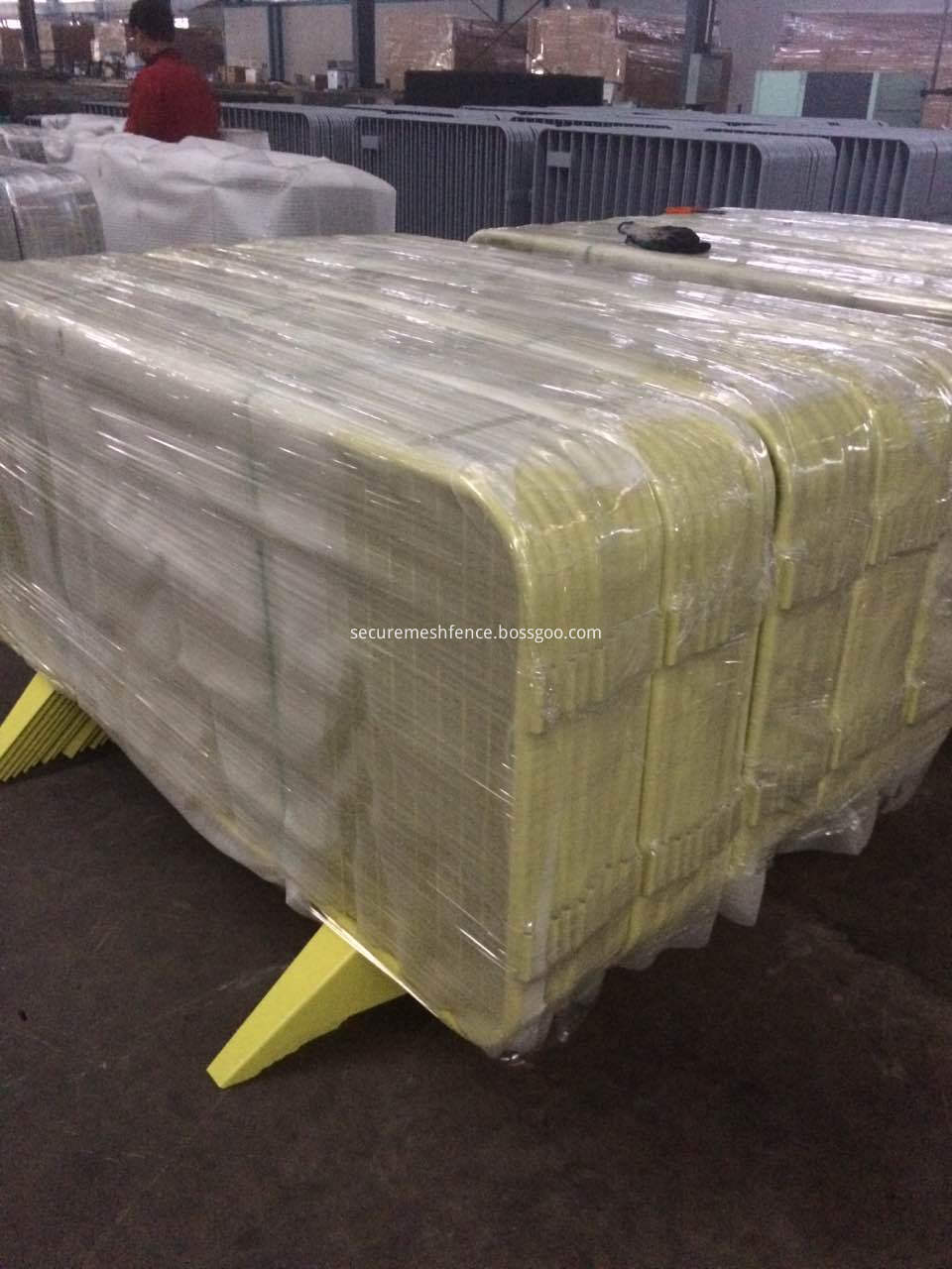 packing for mesh temporary fence