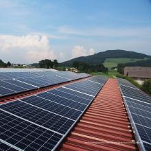 Lehmziegel-Solar-Montage / Dachziegel-Solaranlage