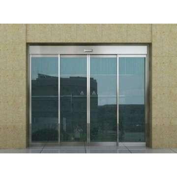 Puertas corredizas de aluminio de 4 paneles.