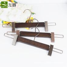 clipes de madeira de cinzas calças cabides