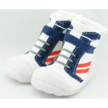 Neue Ankunftskleinkind-Baby-Socken mit Gummisohle Baby-Socken Schuhe