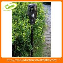 Linterna solar con ratán de PVC