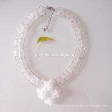 Colar de declaração de flor de cristal branco de moda