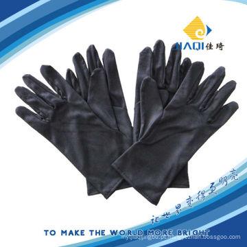 Luvas pretas de microfibra para limpeza