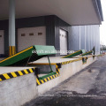 Hydraulic stationary adjustable container metal ramp