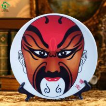 Les caractéristiques chinoises affichent une plaque en céramique en porcelaine