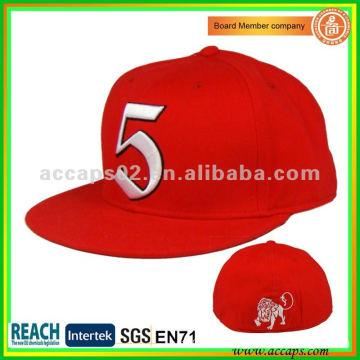 Sombrero SN-0091 ajustado detrás del broche de presión