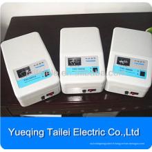 Régulateur de tension électrique pour fixation murale électrique