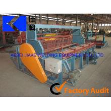 Machine à treillis métallique sertie