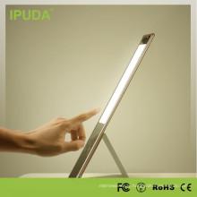 Lampe de table LED de production d'oeil de marque d'IPUDA avec la lumière de torche