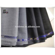 As calças dos homens de alto grau que suiting teias pretas