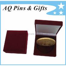 Caja roja de la moneda del terciopelo con diverso tamaño