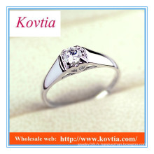 Bague de fiançailles en diamant platine à quatre griffes