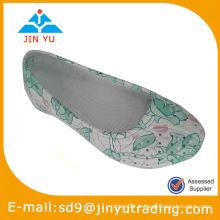 Belle chaussure d'allaitement blanc