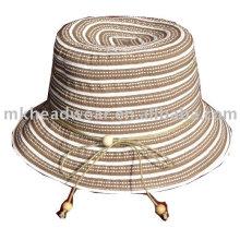 Sombrero de verano de moda en la banda de tela