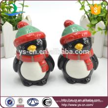 Cute pingüinos cerámicos de vacaciones sal y pimienta conjunto agitador