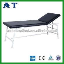 Un fauteuil d'hôpital ou de clinique rembourré pour examen
