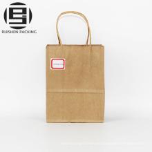Bolso de papel marrón para llevar almuerzo retorcido de la manija