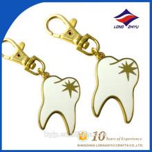Elegantes weißes Emaille-Zahnform Keychain
