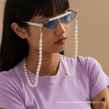 European and American Fashion Jewellery White Imitation Pearl Chain Hanging Neck Rope Mask Chain Reading Glasses Sunglasses Chain Glasses Chain for Women 2021