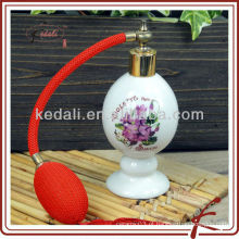 Esmalte branco garrafas de perfume vazias de cerâmica