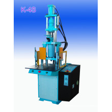 Machine de moulage par injection à semelles verticales