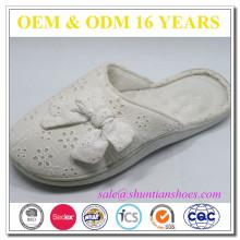 Pantoufle en mousse à mémoire en coton blanc de grande qualité et grosse qualité pour femme