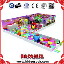 Centro interno macio do jogo das crianças felizes do tema dos doces com área do bebê