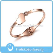 Bracelet Designer De Mode Fantaisie Haute Qualité Belle Coeur Pendentif Plaine En Acier Inoxydable Vis Bracelet Conception Pour Les Femmes