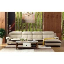 Sofá casero de color claro